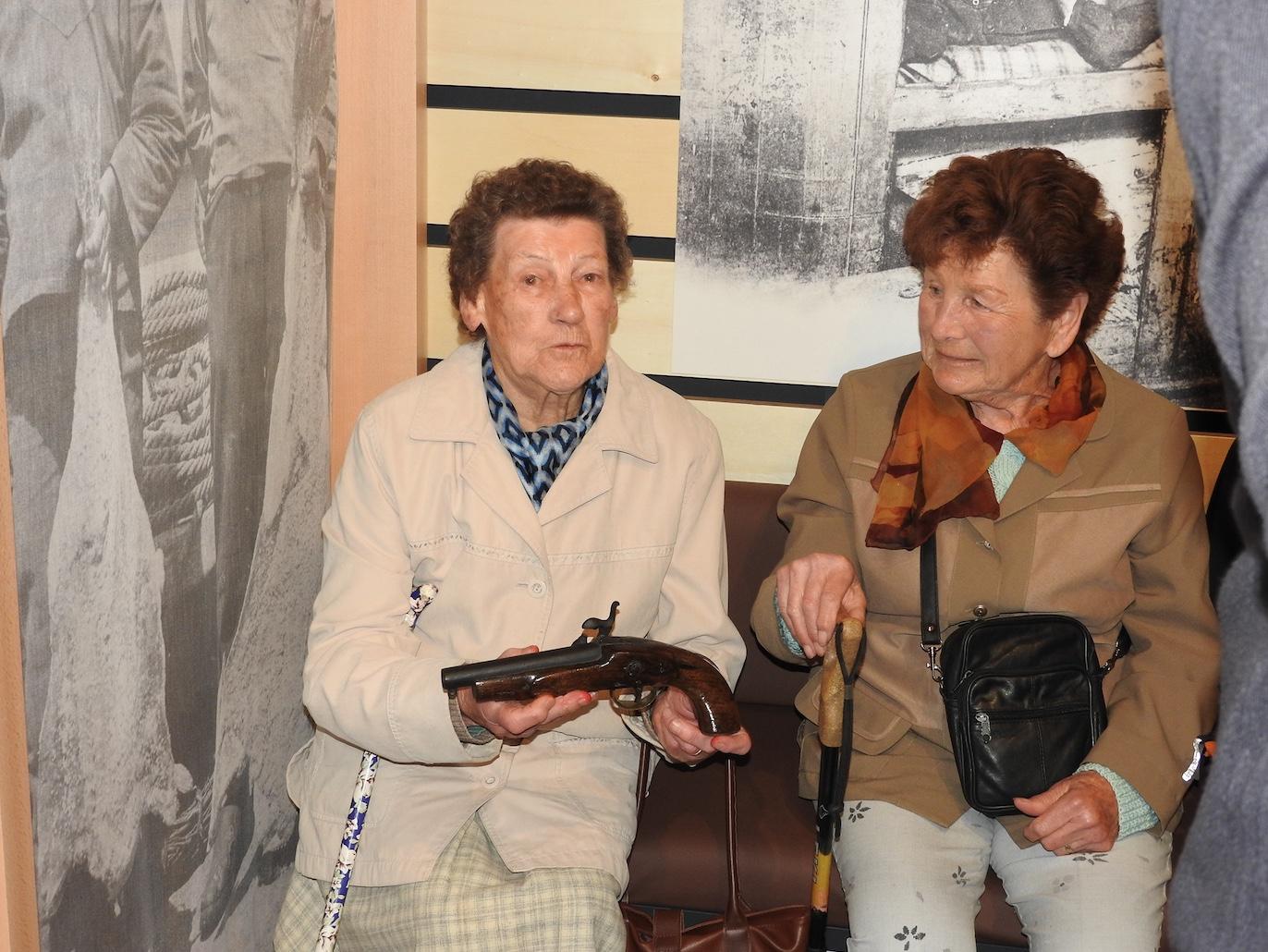 Mimi 96 ans, époux de Sylvestre Floury -Antoinette 86 ans petite fille de Chél